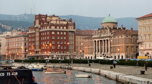 Palazzi sulle Rive visti dal Molo Audace di Trieste